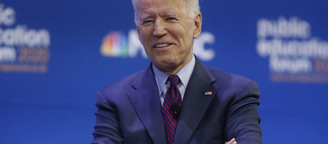 El nuevo plan de Biden busca mejorar el seguro médico, garantizar comidas escolares, e incluso dar la ciudadanía a dreamers