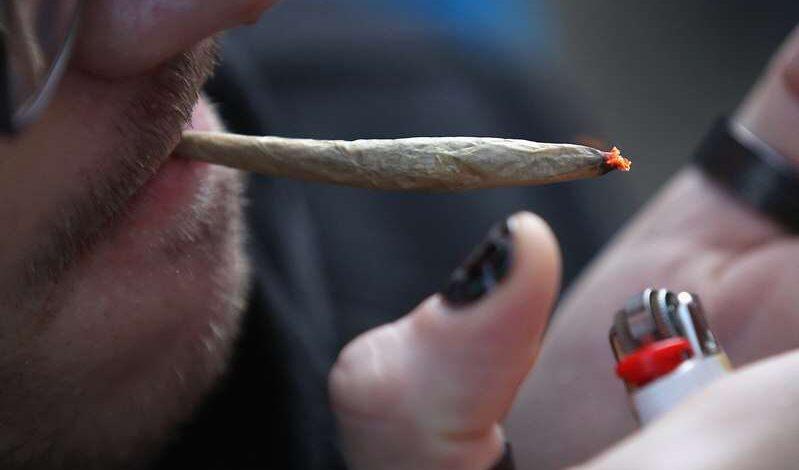 La policía deberá hacerse de la vista gorda si te ven fumando marihuana en NY: conoce las condiciones
